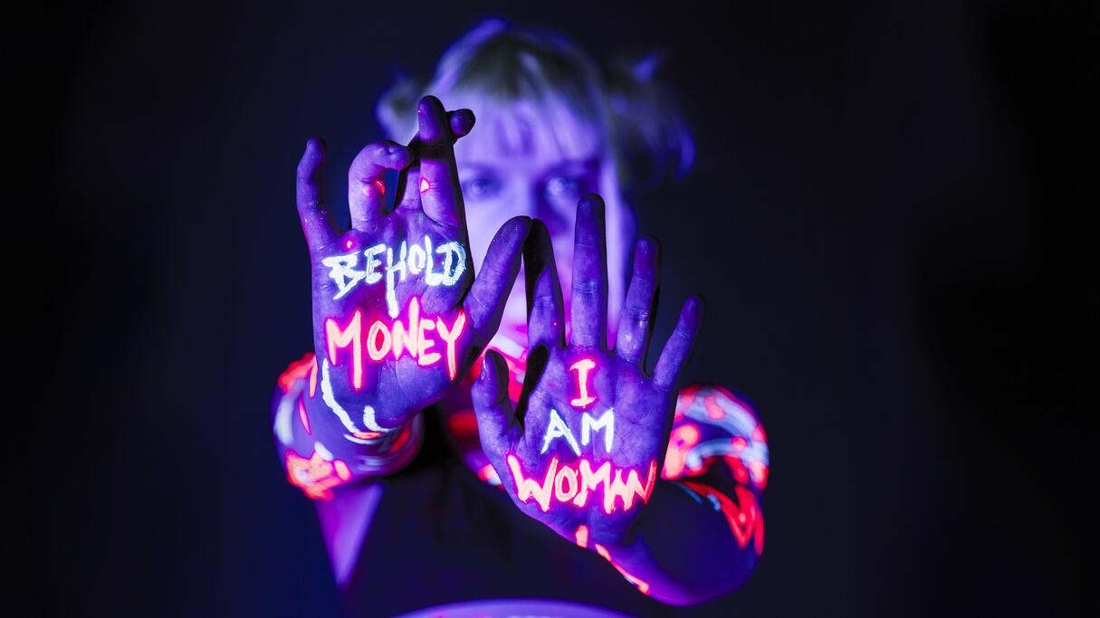 Lydmor - Behold Money I am Woman